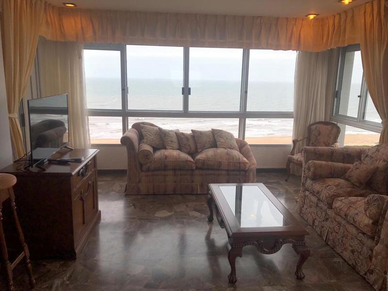Foto Departamento en Venta en  Playa Brava,  Punta del Este  3 dorm esquinero frente al mar