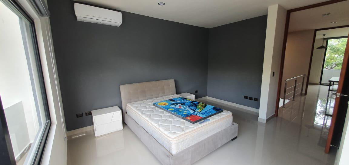 Foto Casa en Renta | Venta en  Mérida ,  Yucatán  Vendo o Rento exclusivo Townhouse en Temozon Norte