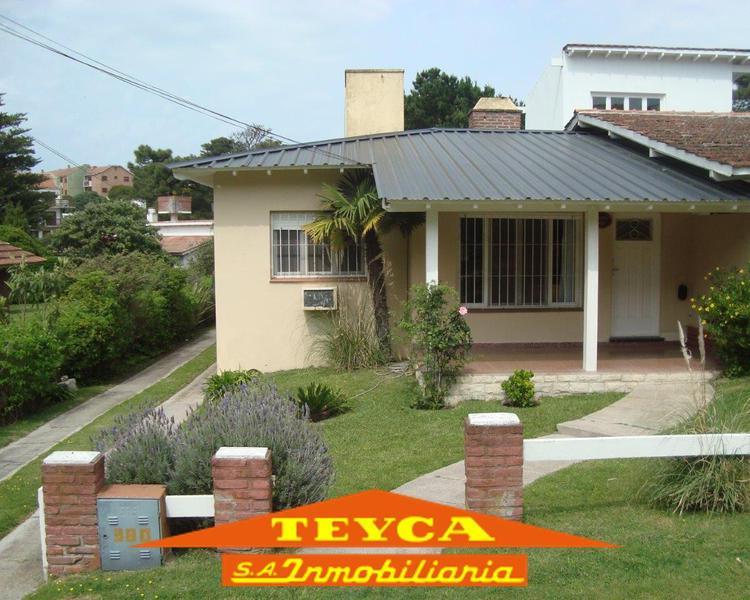Foto Casa en Venta en  Sur Playa,  Pinamar  Tritones 380 E/Av. Libertador y Simbad el Marino