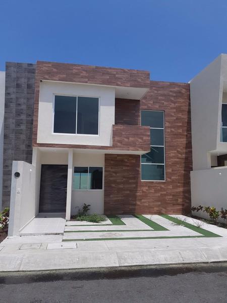 Foto Casa en Venta |  en  Puerto Condesa,  Alvarado  Residencia en Venta en Veracruz (Zona de La Riviera)