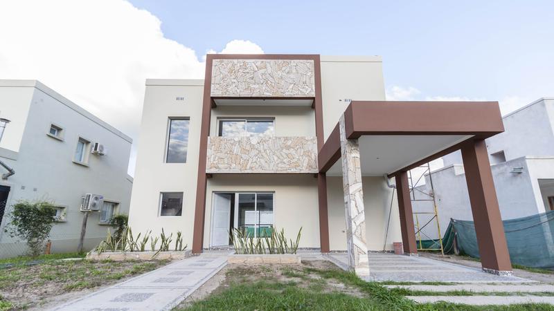 Foto Casa en Venta en  Yerba Buena ,  Tucumán  Alto Verde