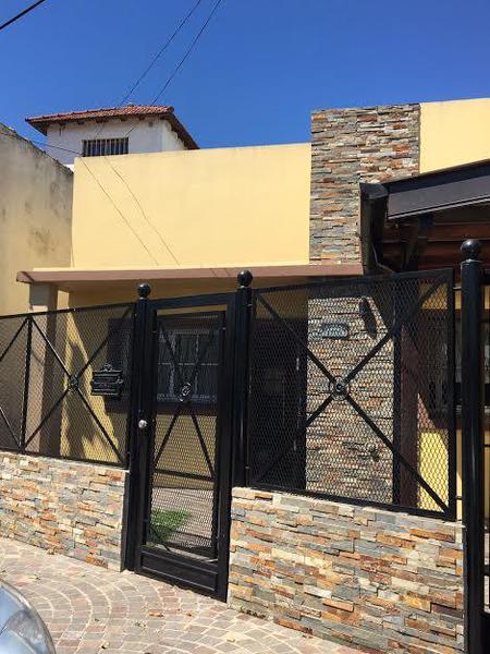 Foto Casa en Venta en  Adrogue,  Almirante Brown   Colombres 1375