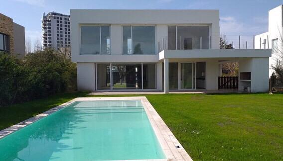 Foto Casa en Venta en  Tigre ,  G.B.A. Zona Norte  Gran oportunidad en Santa Maria de Tigre!!!