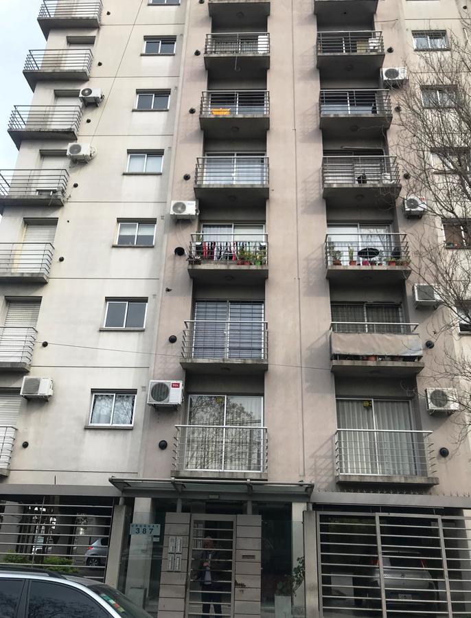 Foto Departamento en Alquiler en  Moron ,  G.B.A. Zona Oeste  Uruguay al 300