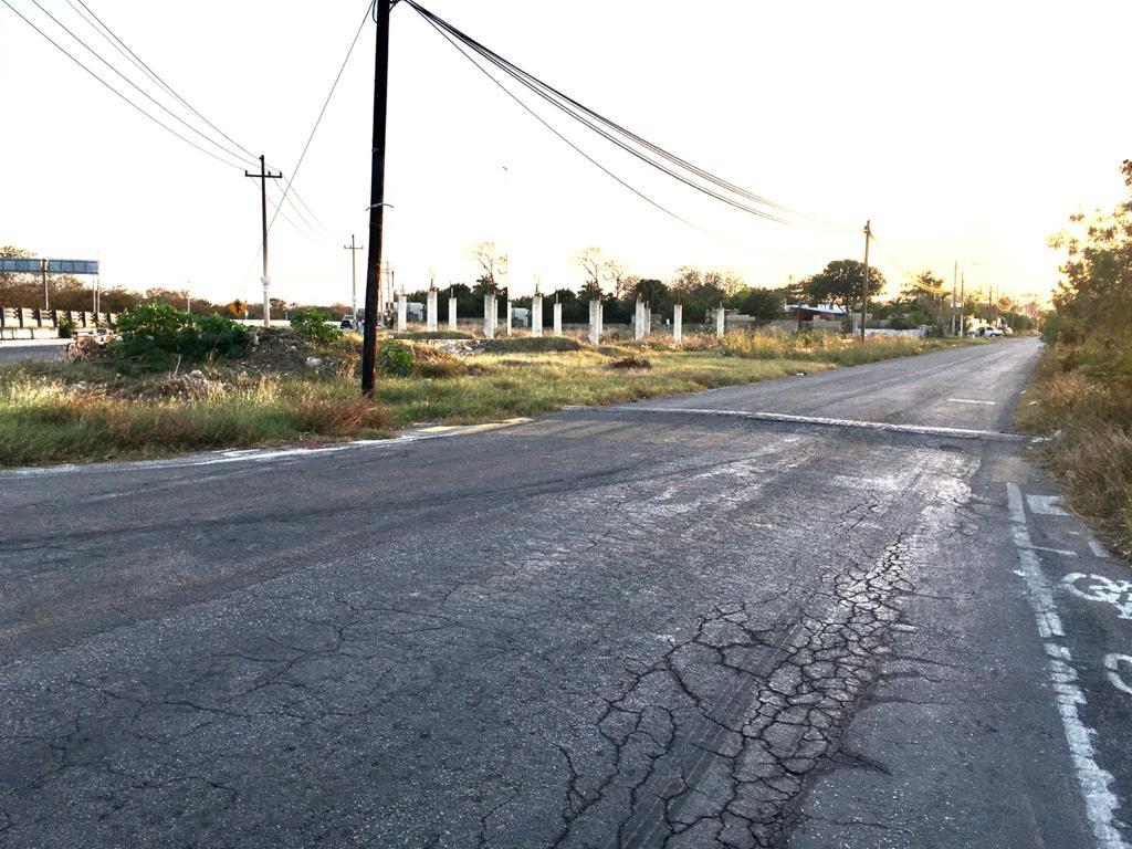 Foto Terreno en Renta en  Pueblo Cholul,  Mérida  Terreno uso comercial sobre carretera Mérida-Cholul abajo del puente hacia Chicxulub pueblo ideal para plaza comercial son 3,491 m²