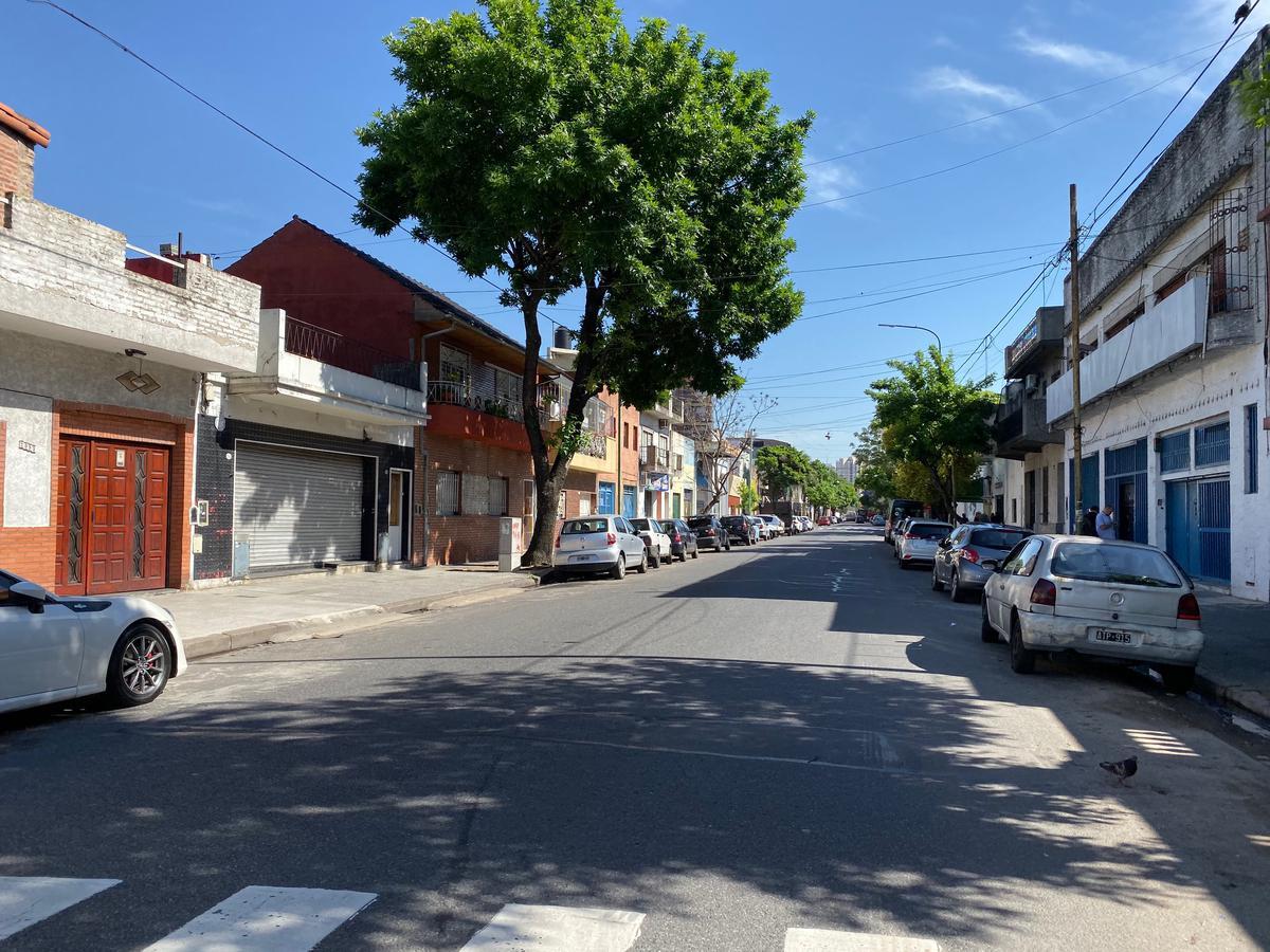 Foto Local en Venta en  Pompeya ,  Capital Federal  Del Barco Centenera 2100