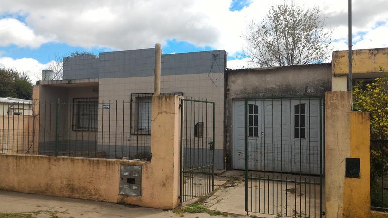 Foto Casa en Venta en  Lanusse,  Lujan  Sarratea 2236