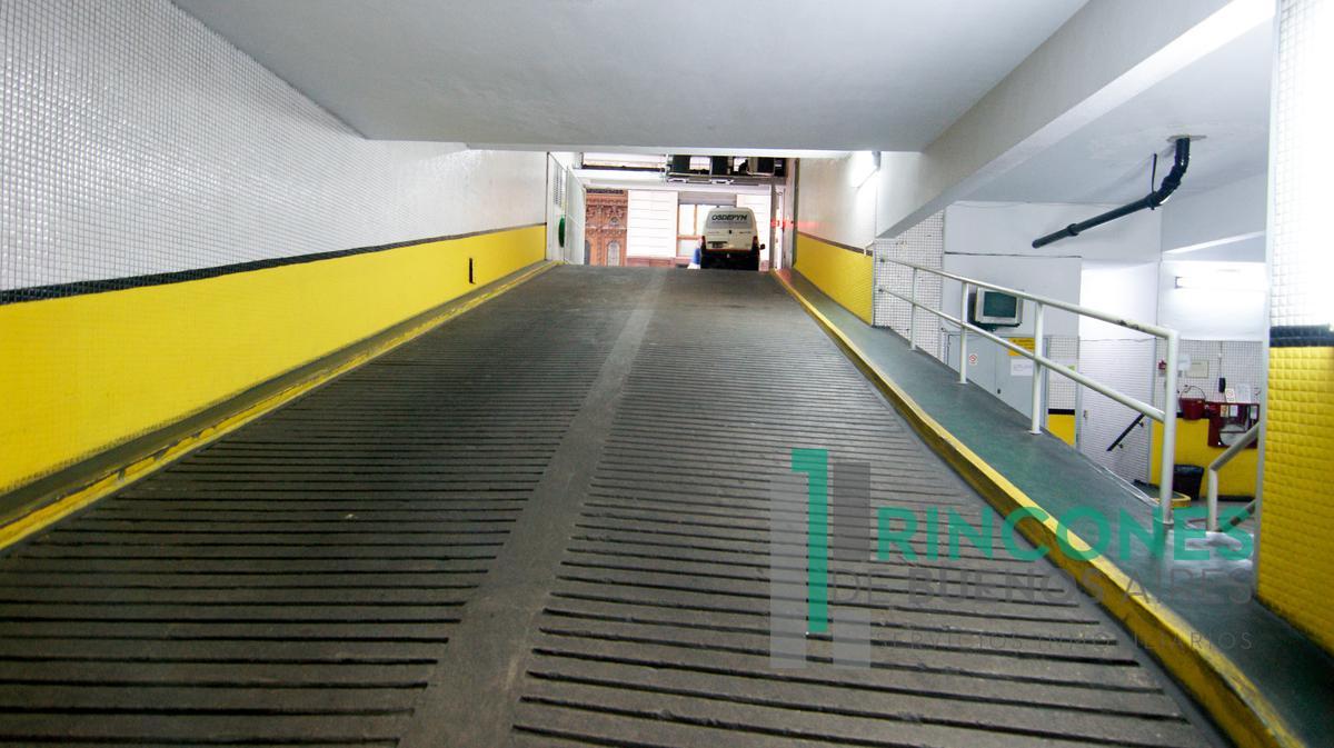Foto Cochera en Venta en  Microcentro,  Centro  Rivadavia al 500