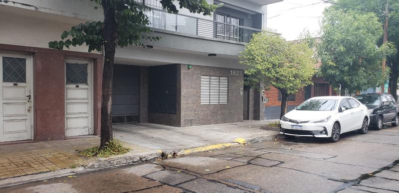 Foto Departamento en Venta en  B.Naon,  Liniers  Semipiso, 3 ambientes en Barrio Naón, Guaminí y Zequeira, casi nuevo, con cochera y baulera, al frente.