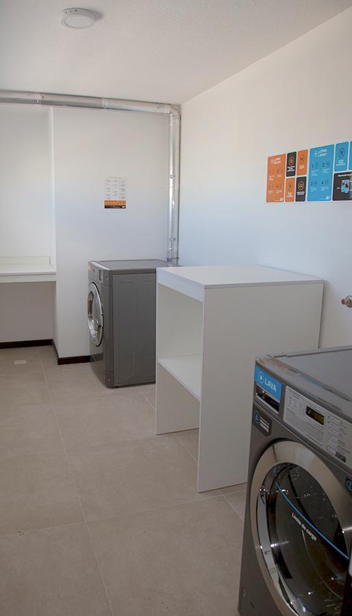 Foto Apartamento en Alquiler en  Pocitos ,  Montevideo  26 de Marzo al 3200