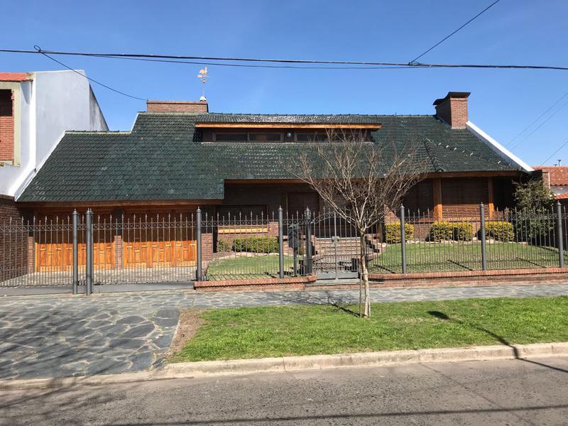 Foto Casa en Venta en  Lomas de Zamora Oeste,  Lomas De Zamora  Sixto Fernandez al 900