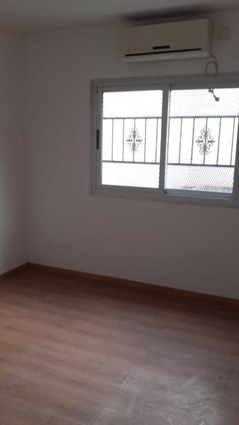 Foto Casa en Venta en  B.Ayerza,  Castelar  Montes de Oca al 2800