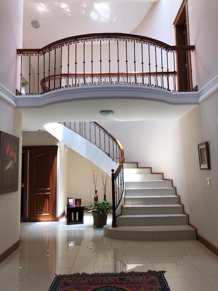 Foto Casa en Venta en  Cumbayá,  Quito  VENTA DE ESPECTACULAR CASA , DENTRO DE URBANIZACION, CUMBAYA