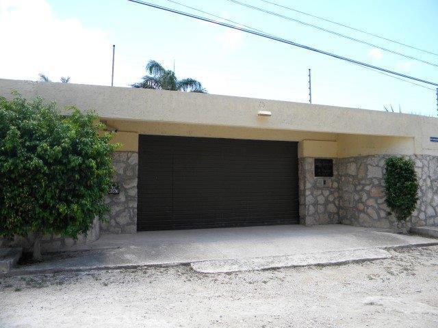 Foto Casa en Renta en  Benito Juárez,  Altar  Col. Doctores. Amplia y cómoda casa en Renta de 4 recámaras, una planta en  Terreno muy grande. smz 307. CANCUN Q.ROO