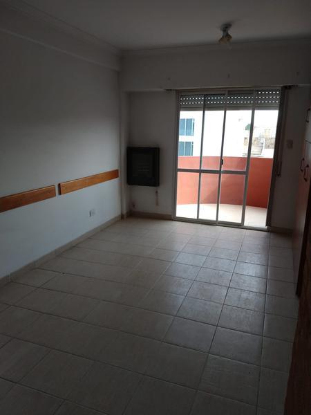 Foto Departamento en Alquiler en  Área Centro Oeste,  Capital   DEPTO SANTAMARIA al 300