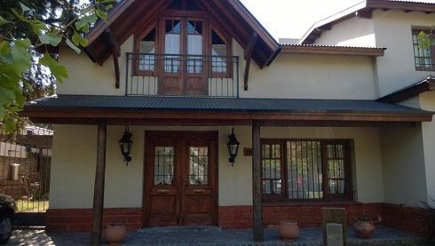 Foto Casa en Venta |  en  Castelar,  Moron  LARRALDE, CRISOLOGO entre SANTA ROSA y ALVAREZ JONTE