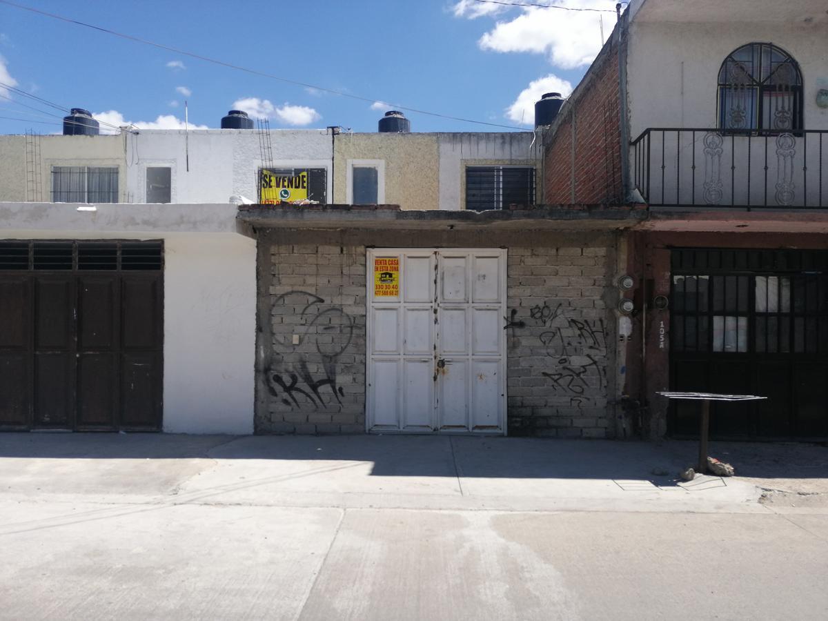 Casa en venta 2 recamarás Mezquital 2000 León Gto.
