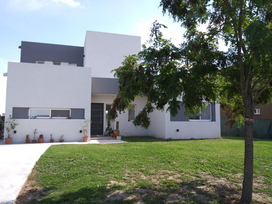 Foto Casa en Alquiler temporario en  El Canton,  Countries/B.Cerrado (Escobar)  Barrio Islas al 400