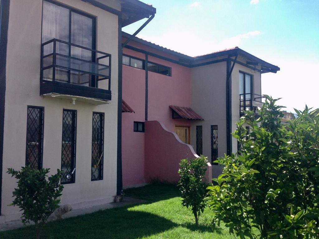 Foto Casa en Venta en  Puembo,  Quito  En Puembo, amplio terreno con dos casa de 90 m2 c/u
