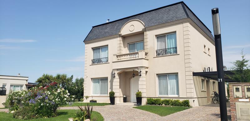 Foto Casa en Venta en  La Martona,  Countries/B.Cerrado (Cañuelas)  La Martona Club de Campo - Hermosa casa estilo francés