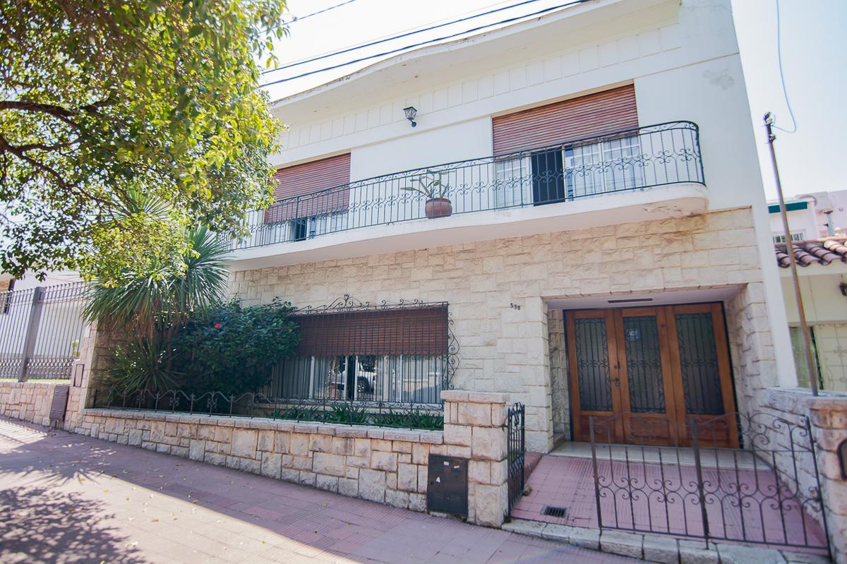 Foto Casa en Venta |  en  General Paz,  Cordoba  General Paz - Ubicación - Distribución - Confort - 3 dormitorios