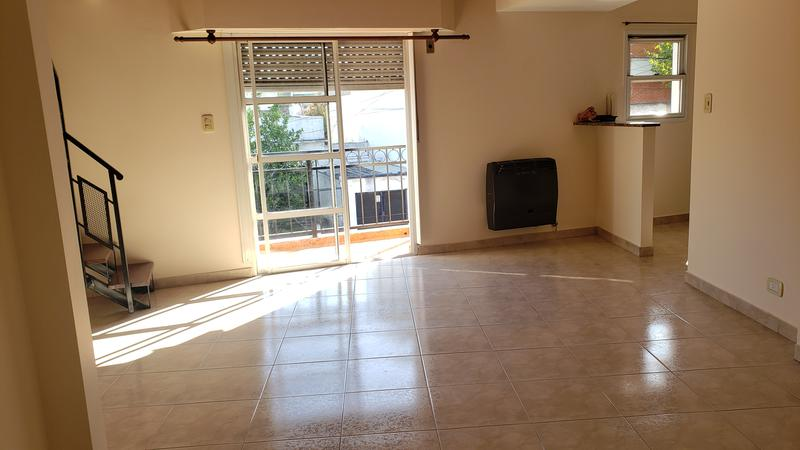 Foto PH en Alquiler en  Mataderos ,  Capital Federal  Pola 800, 3 ambs al frente con balcón y terraza Impecable