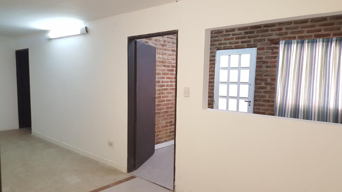 Foto Departamento en Alquiler en  Esc.-Centro,  Belen De Escobar  HIPOLITO YRIGOYEN Nº 223 APTO PROFESIONAL