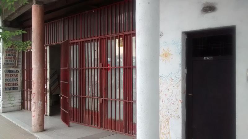 Foto Depósito en Venta en  Moron,  Moron  Avenida Rivadavia al 17600