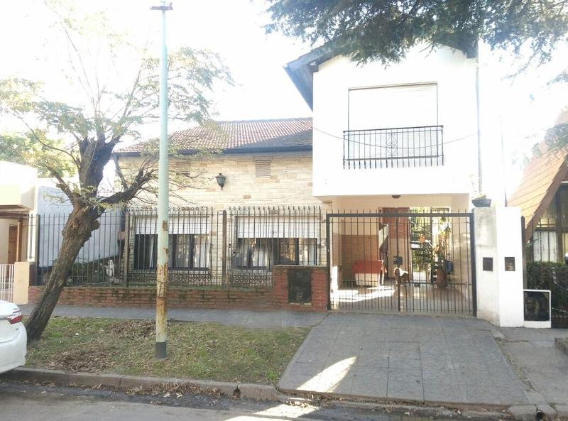 Foto Casa en Venta en  Castelar,  Moron  Cardoso al 3300