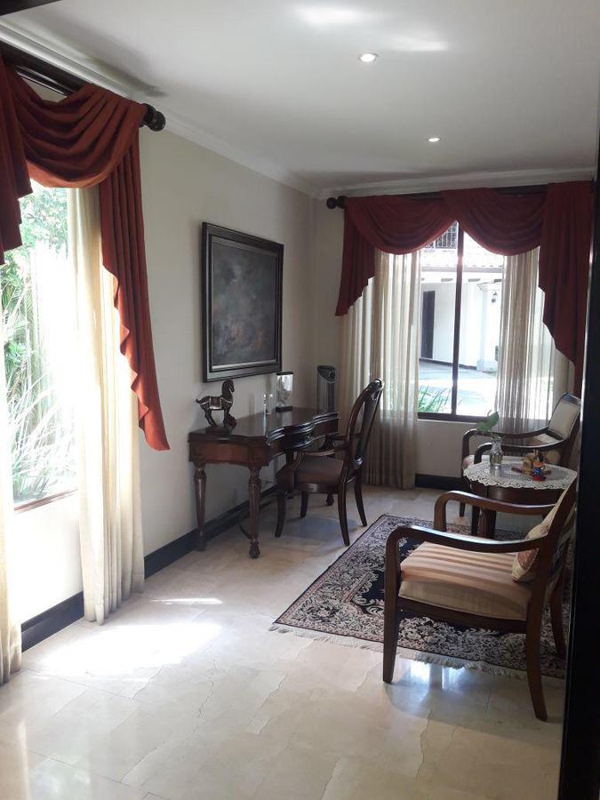 Foto Casa en condominio en Venta en  Piedades,  Santa Ana  Piedades / Lujosa / Jardín / Condominio pequeño