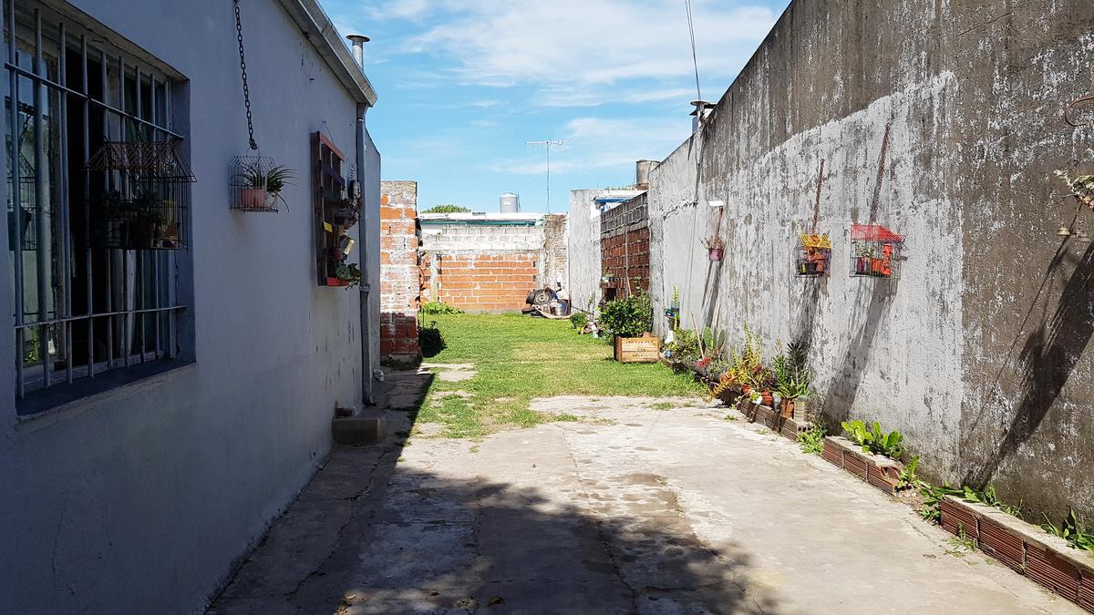 Foto Casa en Venta en  Los Hornos,  La Plata  63 y 152