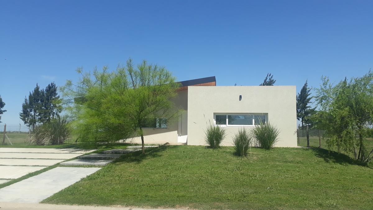 Foto Casa en Venta en  San Matias,  Countries/B.Cerrado (Escobar)  Oportunidad - Casa de Estilo Moderna en San Matias