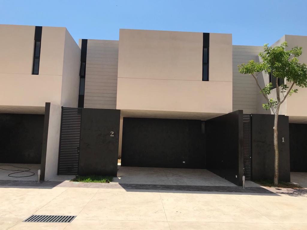 Foto Departamento en Venta en  Fraccionamiento Montebello,  Mérida  Townhouse en venta en Merida, Montebello. Zona Norte. ¡Amueblado!