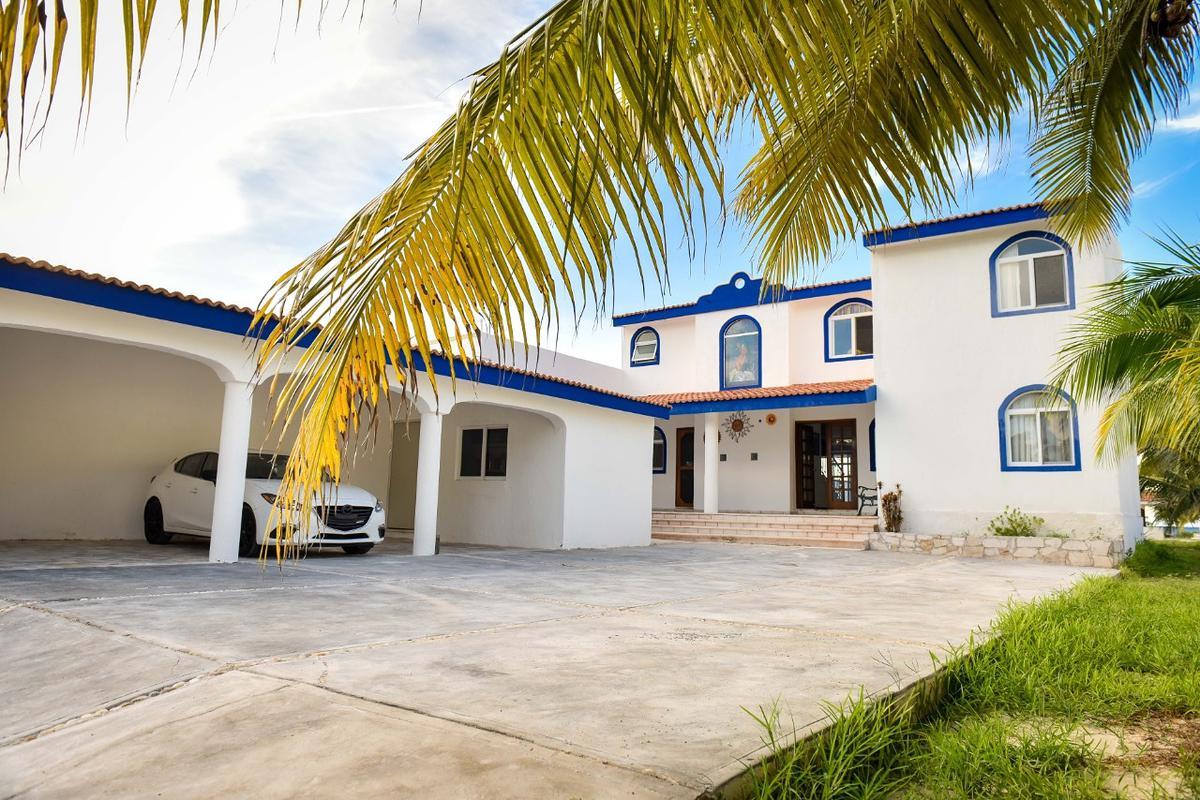 Foto Casa en Venta en  Pueblo San Crisanto,  Sinanché  Casa frente al mar en la Playa de San Crisanto Yucatán completamente amueblada.