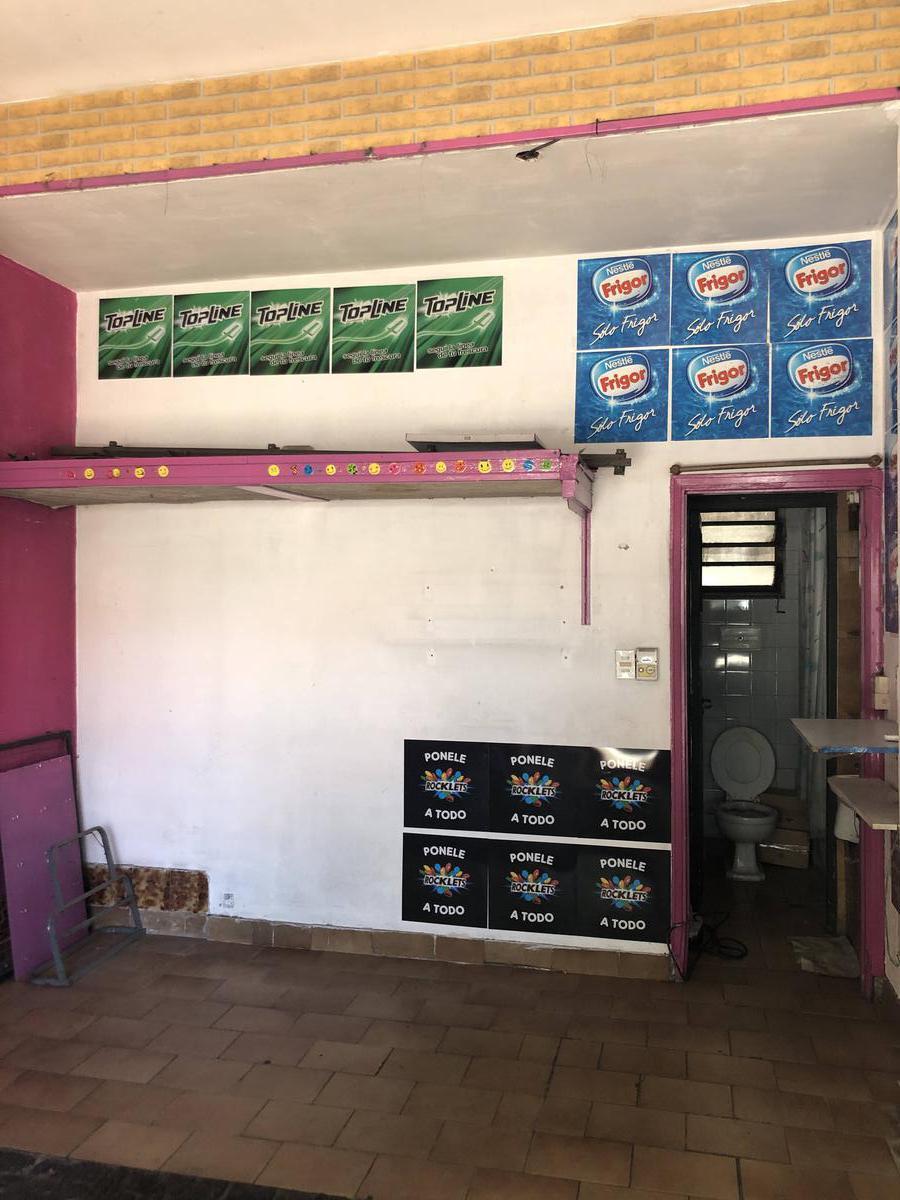 Foto Local en Alquiler en  Martinez,  San Isidro  Velez Sarsfield 26