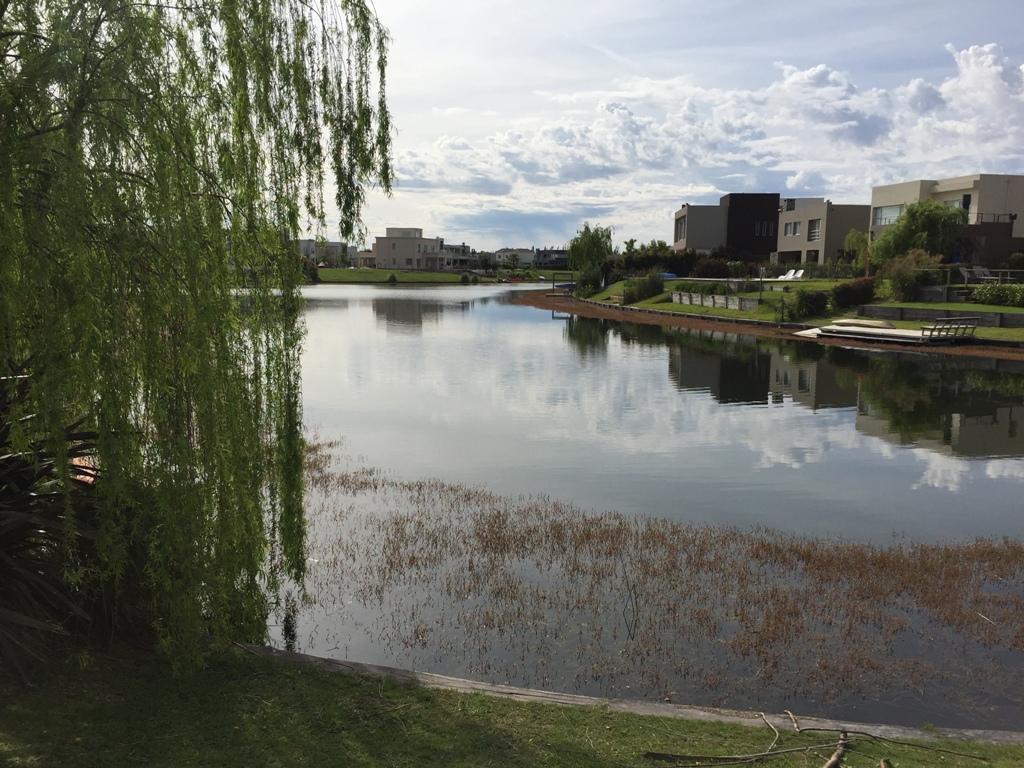 Foto Terreno en Venta en  Los Alisos,  Nordelta  Lote a la laguna en Los Alisos. Nordelta