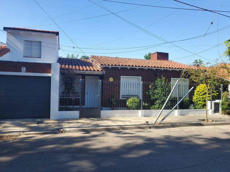 Foto Casa en Venta en  Adrogue,  Almirante Brown  Int. Dr. Martin González al 200