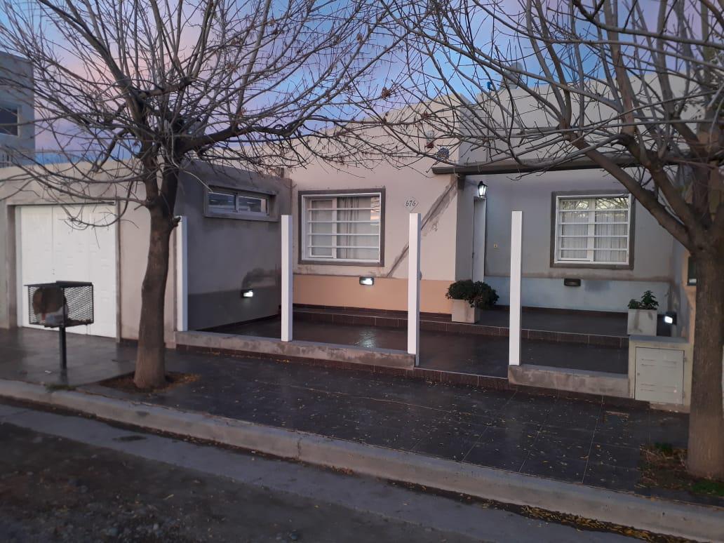 Foto Casa en Venta en  Villa Regina,  General Roca  CASA B° al 200