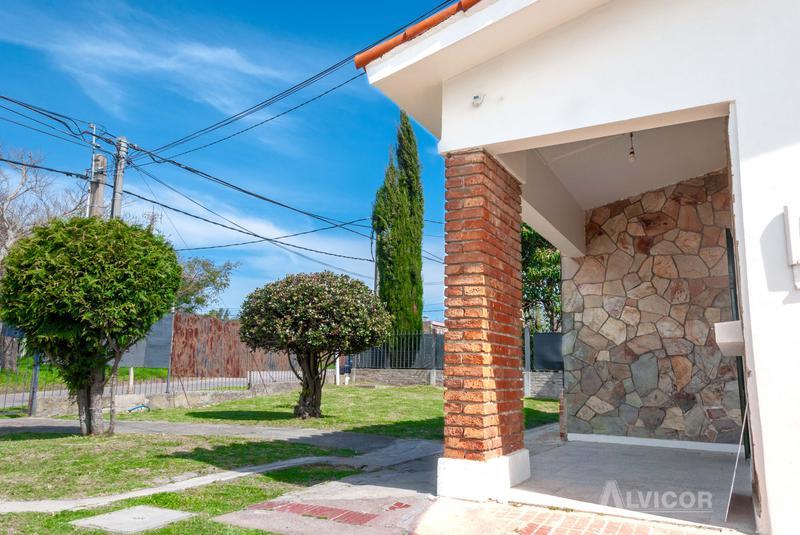 Foto Casa en Venta en  Carrasco ,  Montevideo  Casa , 2 dormitorios en Venta, Portones Shopping