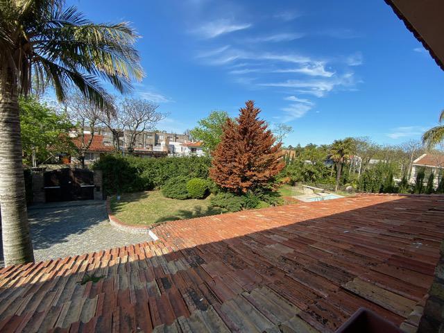 Foto Casa en Venta en  Carrasco ,  Montevideo  IMPORTANTE CASONA CARRASCO SUR. Financiación directa sin entrega inicial.