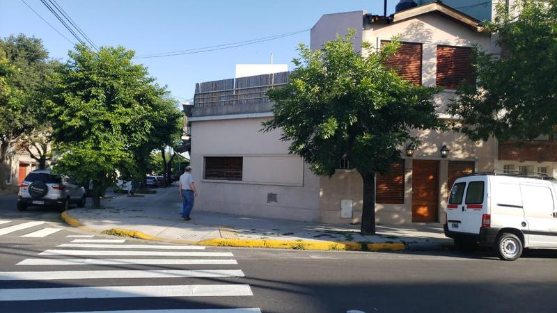 Foto PH en Alquiler en  Liniers ,  Capital Federal  casa 3 ambientes en Villa Luro, con garage y terraza, en Schmidl al 5500