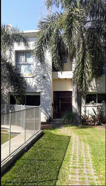 Foto Casa en Venta en  Barrio Parque Leloir,  Ituzaingo  De la Doma al 200