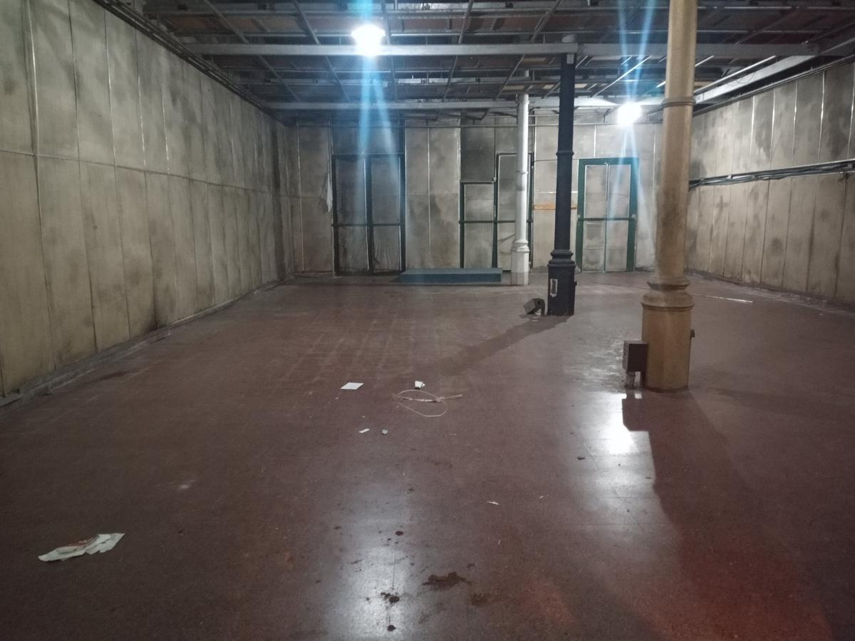Foto Local en Alquiler en  Centro,  Rosario  Local comercial con Deposito en Urquiza y Corrientes - 440 m2