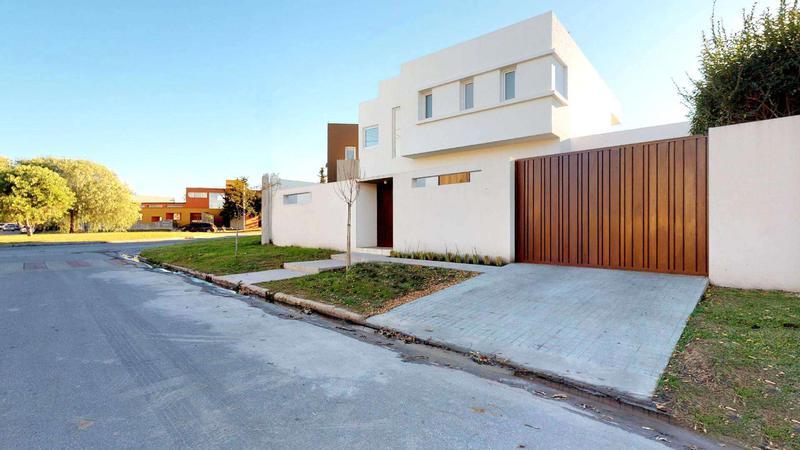 Foto Casa en Venta en  La Plata ,  G.B.A. Zona Sur  al 500