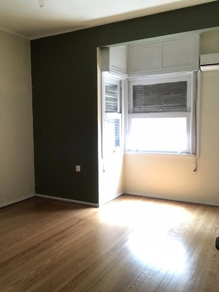 Foto Departamento en Alquiler en  Pocitos ,  Montevideo  Apartamento en excelente ubicación.
