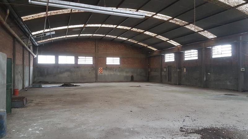 Foto Depósito en Venta en  Lanús ,  G.B.A. Zona Sur  Balbin al 2400