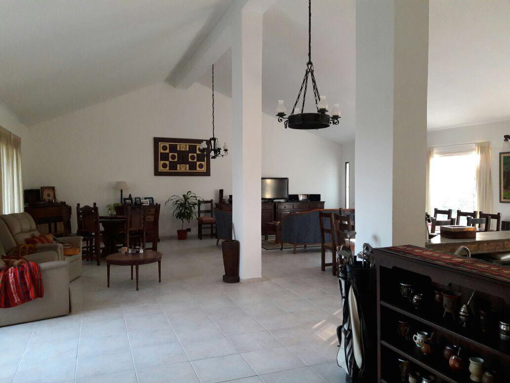 Foto Casa en Venta en  Alejandro Centeno,  Cordoba  HERMOSA CASA DE CUATRO DORMITORIOS Y COCHERA PARA DOS AUTOS