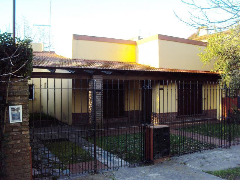 Foto Casa en Venta en  City Bell,  La Plata  29 e/470 y 471