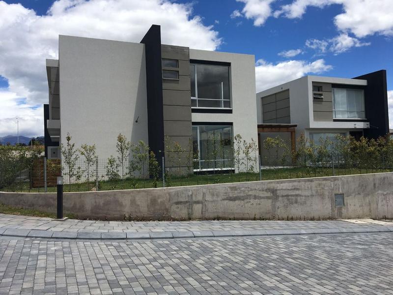 Foto Casa en Venta en  Puembo,  Quito  VENTA CASA Nº 29 Puembo vía al club de Polo