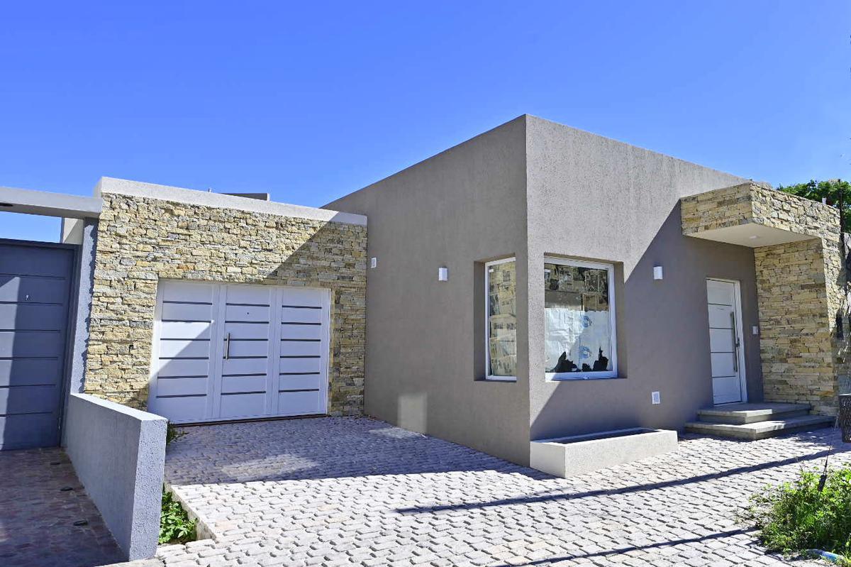 Foto Casa en Alquiler en  Gualeguaychu,  Gualeguaychu  General Paz al 300